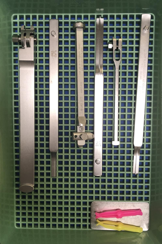 https://upload.orthobullets.com/topic/422953/images/blade_plate_removal1.jpg